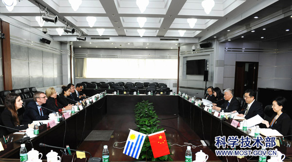 18-05-28Minister Wang Zhigang Meets with Uruguay Minister of Education and Culture1.jpg