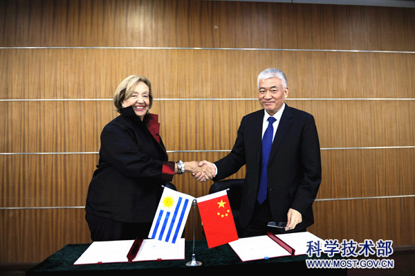 18-05-28Minister Wang Zhigang Meets with Uruguay Minister of Education and Culture2.jpg