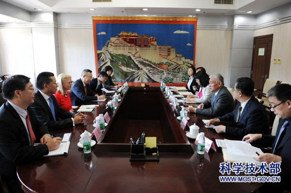 18-12-11Minister Wang Zhigang Meets with IBM Delegation Led by Chairman Ginni Rometty1.jpg